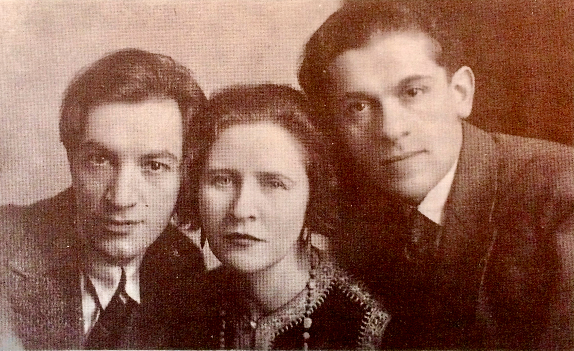 """<p>Moyshe Broderzon, Hannah Rovinah, and Hertz Grosbard. Rovinah brought this photo to their reunion at Habimah in <span class=""""numbers"""">1955</span>. (© M.&nbsp;Tsanin).</p>"""