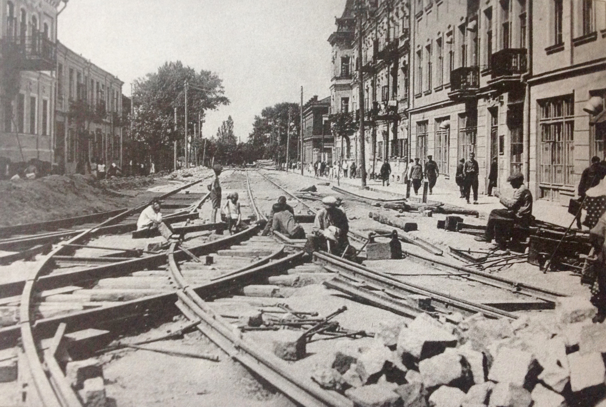 <p>Workers laying tram tracks in Minsk, 1933.  From Ilya Kurkov, <em>Unfamiliar Minsk: 1920-1940</em> (Minsk: Uradjay<em>,</em> 2002)&nbsp;72. </p>