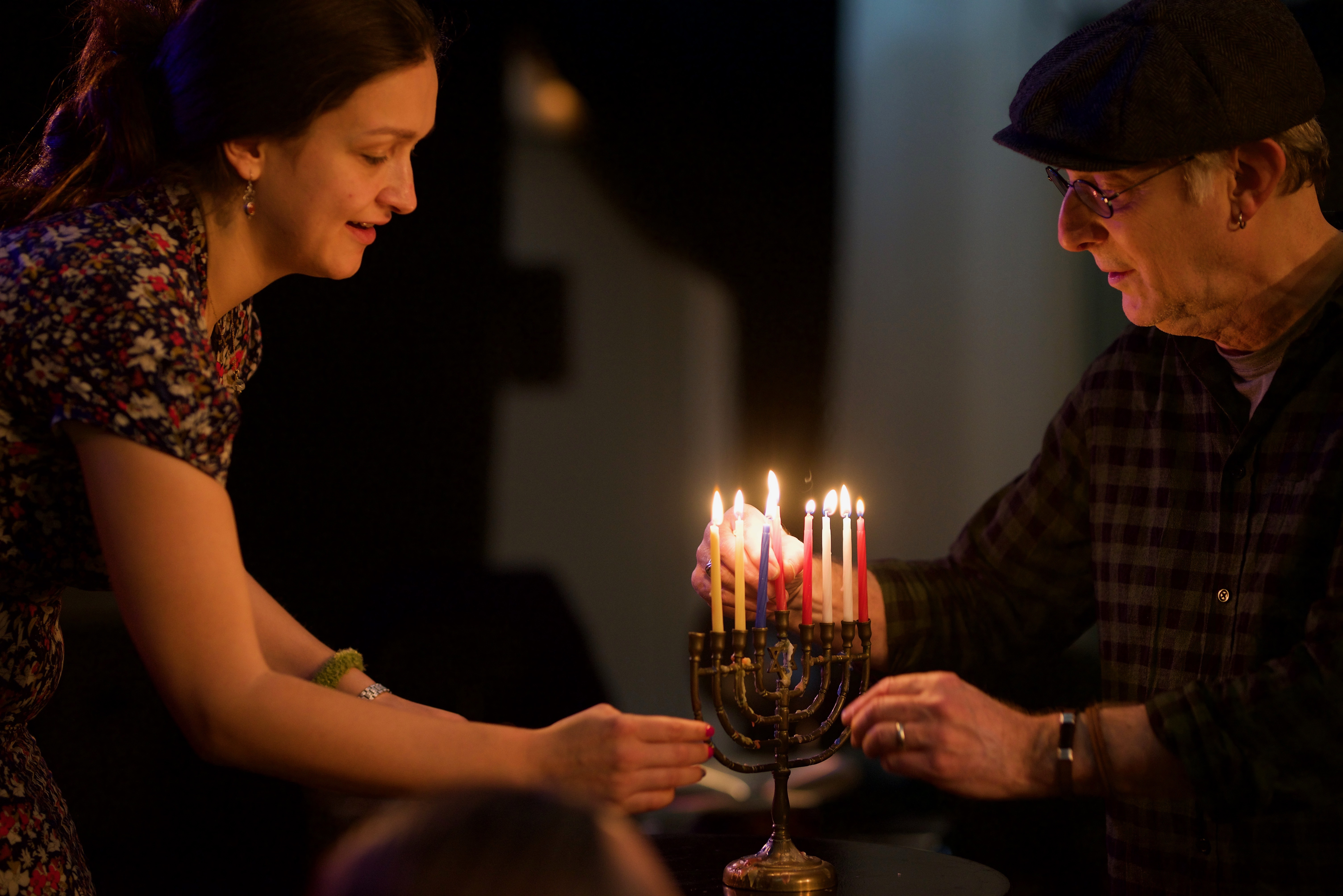 <p>Sasha Lur­je and Michael Alpert light can­dles. Pho­to by Shendl&nbsp;Copitman</p>