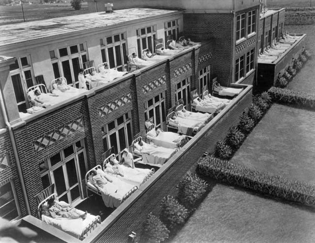 "<p>Tuberculosis patients on the roof of the Jewish Consumptive Relief Society, Denver. via <a href=""https://en.wikipedia.org/wiki/National_Jewish_Health#/media/File:National_Jewish_Hospital2.jpg"">Wikimedia&nbsp;Commons</a></p>"