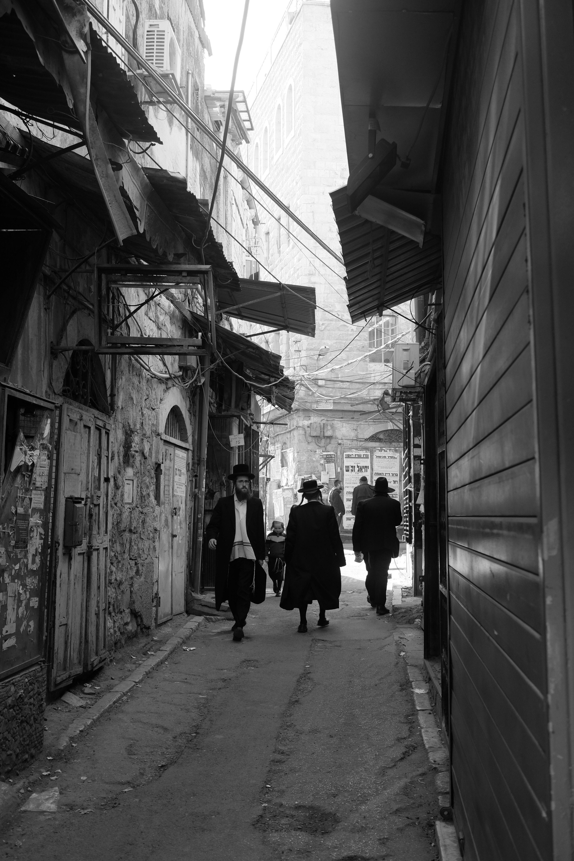 <p>A street scene in Mea&nbsp;She'arim</p>