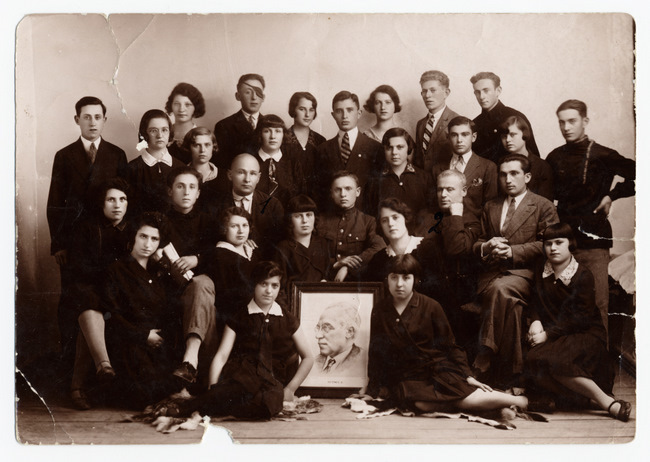 "<p>Members of the <em>Yugnt-Bund Tsukunft</em> in Pinsk, 1930s. <a href=""http://polishjews.yivoarchives.org/archive/index.php?p=digitallibrary/digitalcontent&id=2849&page=3"">Courtesy of&nbsp;<span class=""caps"">YIVO</span>.</a></p>"