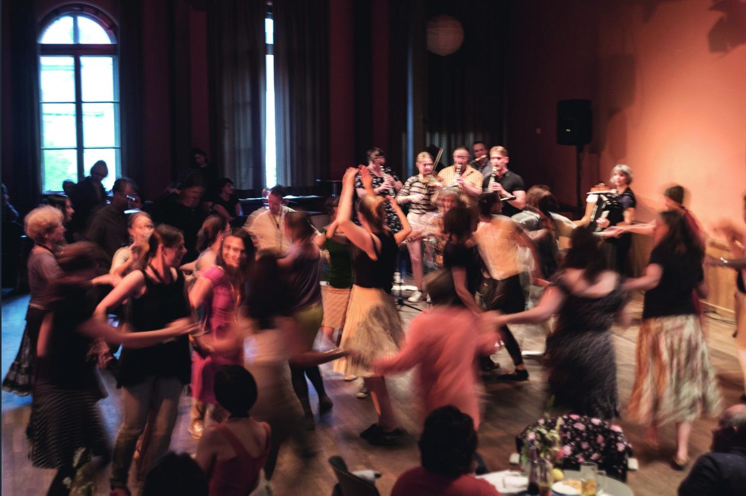 <p>Dance at Yiddish Summer Weimar (Photo: Yulia&nbsp;Kabakova)</p>
