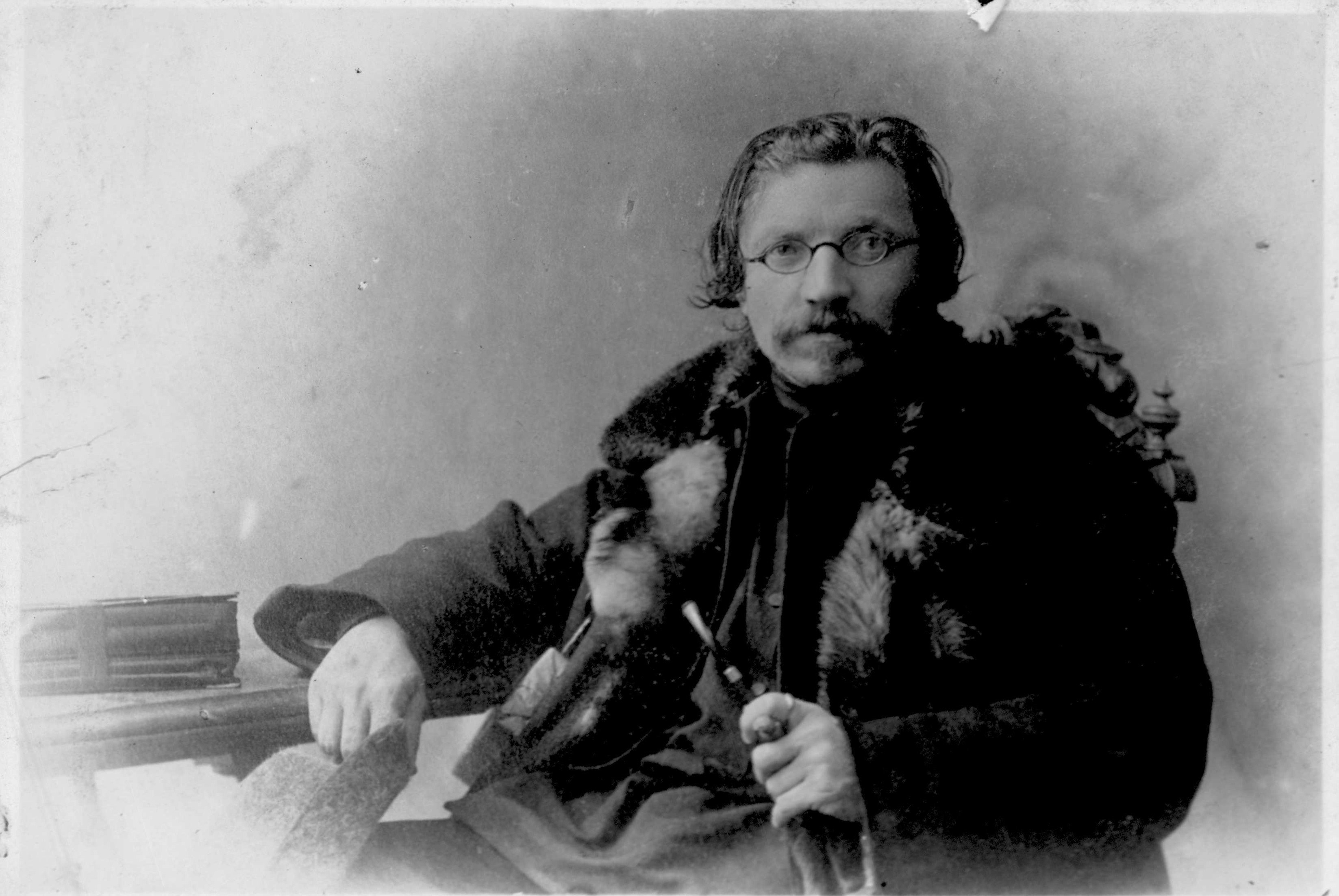 <p>When heading into the great wide web, Sholem Aleichem wears his furs. </p>