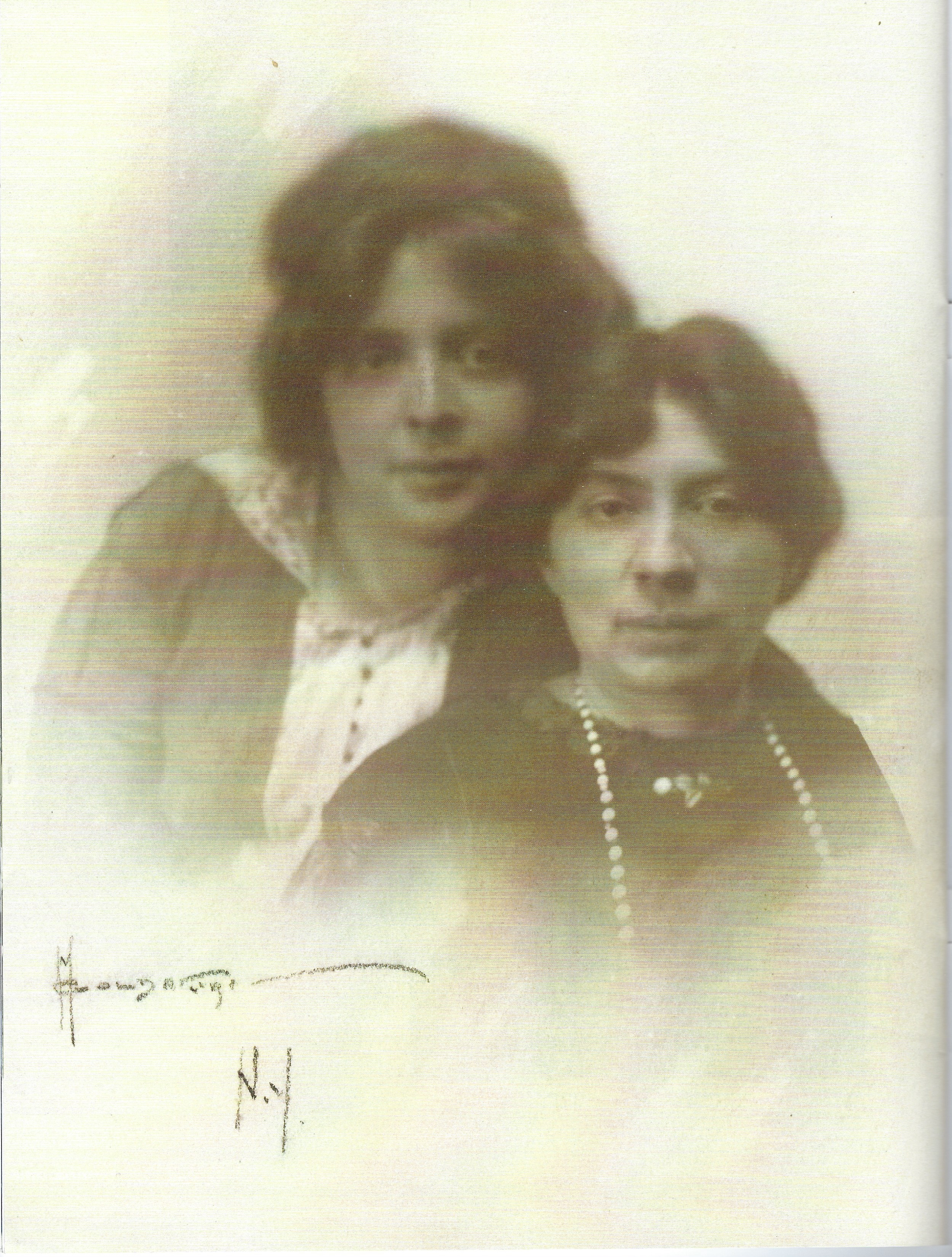 """<p>Miriam Shomer Zunser (left) and her sister Rose Shomer Bachelis. Source: <em>Pakn Treger</em> <span class=""""numbers"""">82</span> (Fall <sup class=""""numerator""""><span class=""""numbers"""">2020</span></sup>⁄<sub class=""""denominator""""><span class=""""numbers"""">5781</span></sub>), from the collections of the Museum of the City of New&nbsp;York.</p>"""