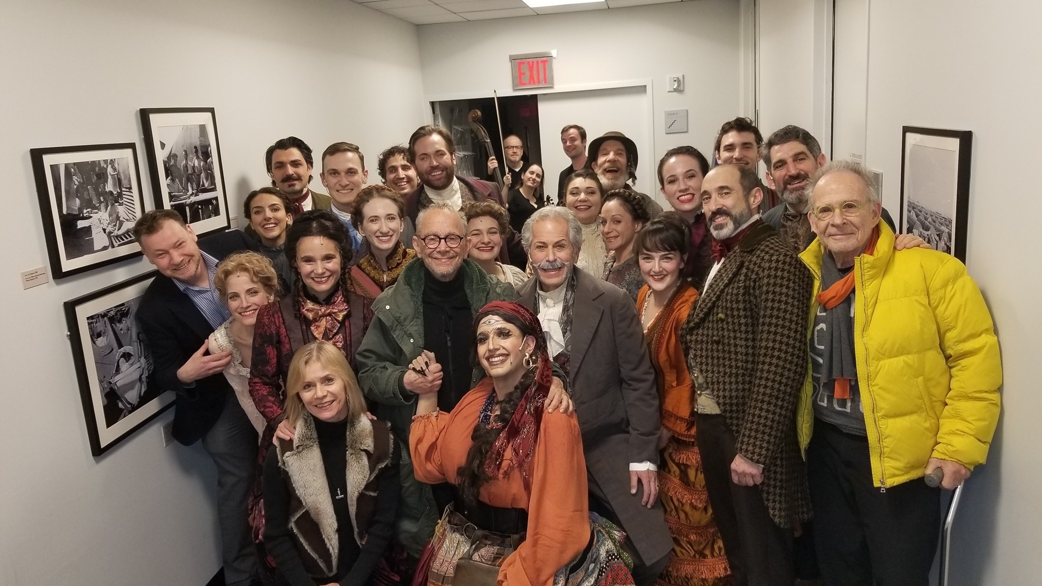 <p><em>The Sor­cer­ess </em>cast back­stage (Yashin­sky, cen­ter) with direc­tor Motl Did­ner (far left), <em>Fid­dler</em> direc­tor Joel Grey (cen­ter in green), and actor Ron Rifkin (far&nbsp;right).</p>