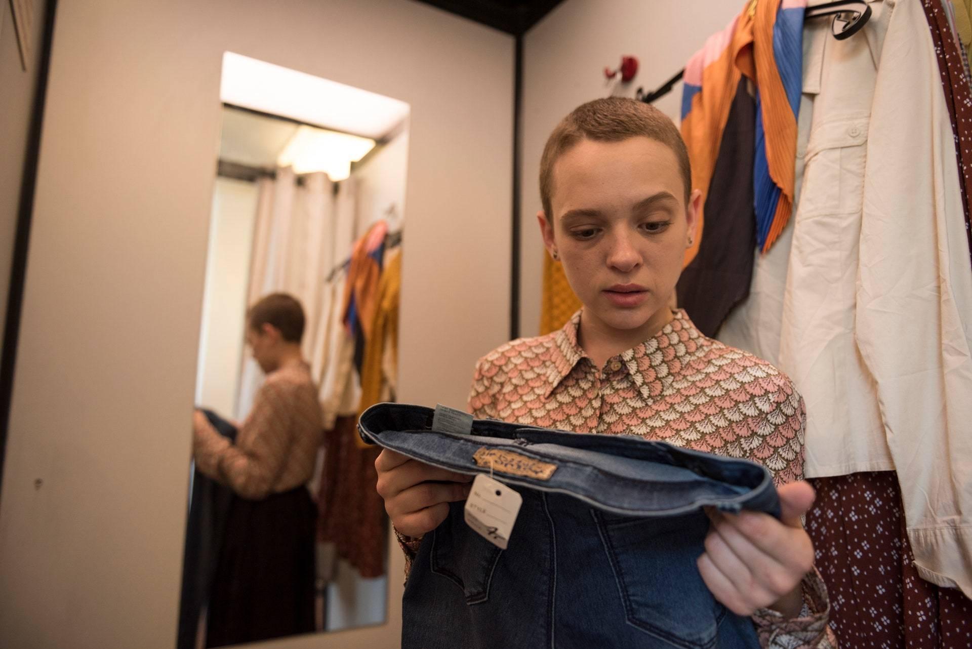 <p>Shira Haas as Esty Shapiro in Netflix's <em>Unorthodox</em>. Anika Molnar/Netflix</p>