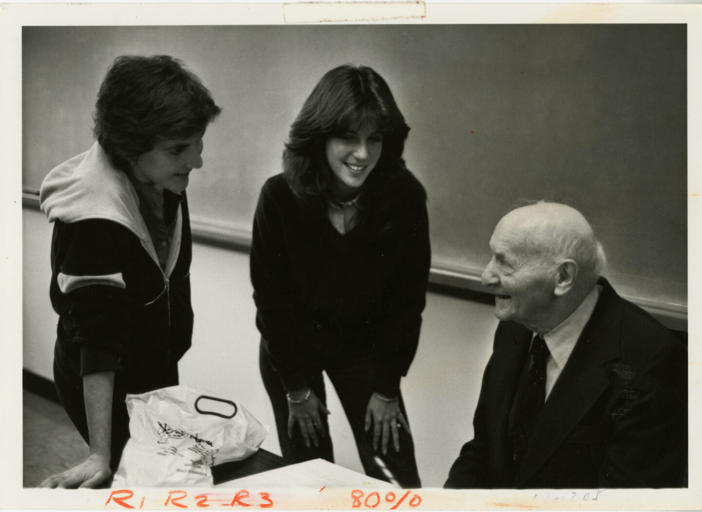 """<p>Isaac Bashevis Singer and students (<a href=""""http://merrick.library.miami.edu/cdm/singleitem/collection/umpeople/id/94/rec/1"""">University Archives, University of Miami Libraries</a>)</p>"""