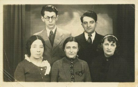 """<p>Montréal Yiddish writers <span class=""""numbers"""">1936</span>: back row left M. M. Shafir, next to him Shabsai Perl. Front row: Ida Maze left, Kadya Molodowsy center, Yudika, right. From the collection of the Jewish Public Library in&nbsp;Montréal.</p>"""