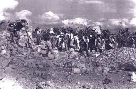 <p>Palestinian residents returning to Qibya,&nbsp;1953. </p>