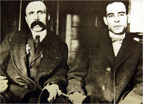 <p>Bartolomeo Vanzetti (left), handcuffed to Nicola Sacco (right). Dedham, Massachusetts Superior Court, 1923. (Boston Public Library)</p>