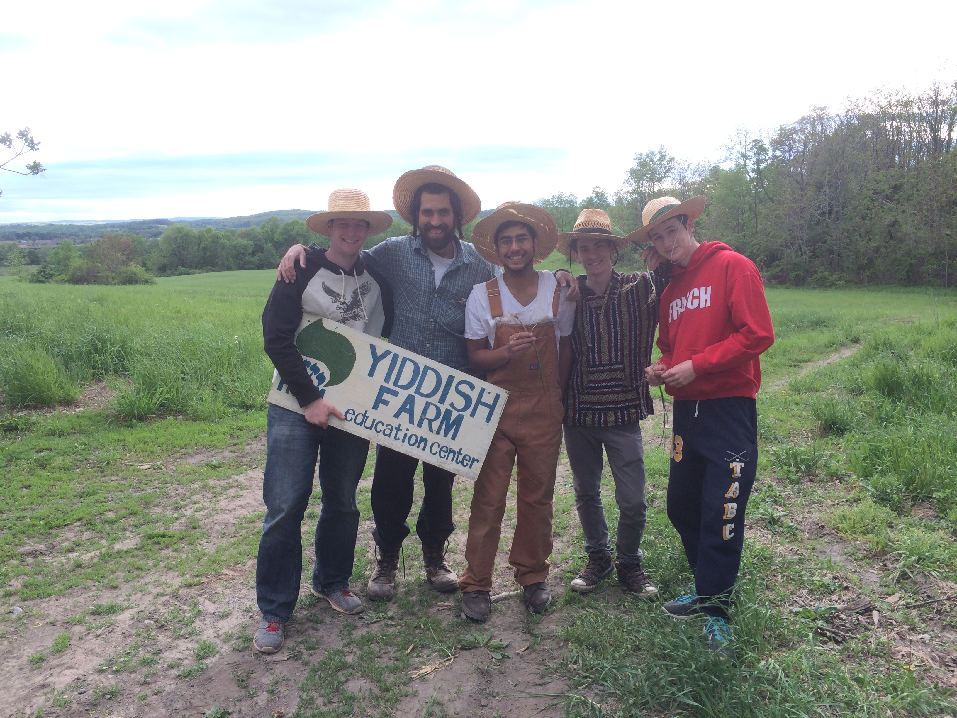 <p>Participants at the Yiddish Farm (Goshen,&nbsp;2017)</p>