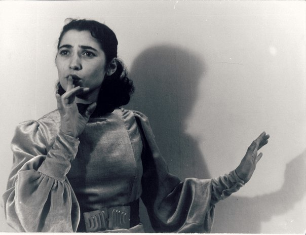 "<p>Lin Jaldati in performance.&nbsp;<a href=""http://support.yiddishbookcenter.org/site/Calendar/1729924005?view=Detail&id=3173"">via</a></p>"