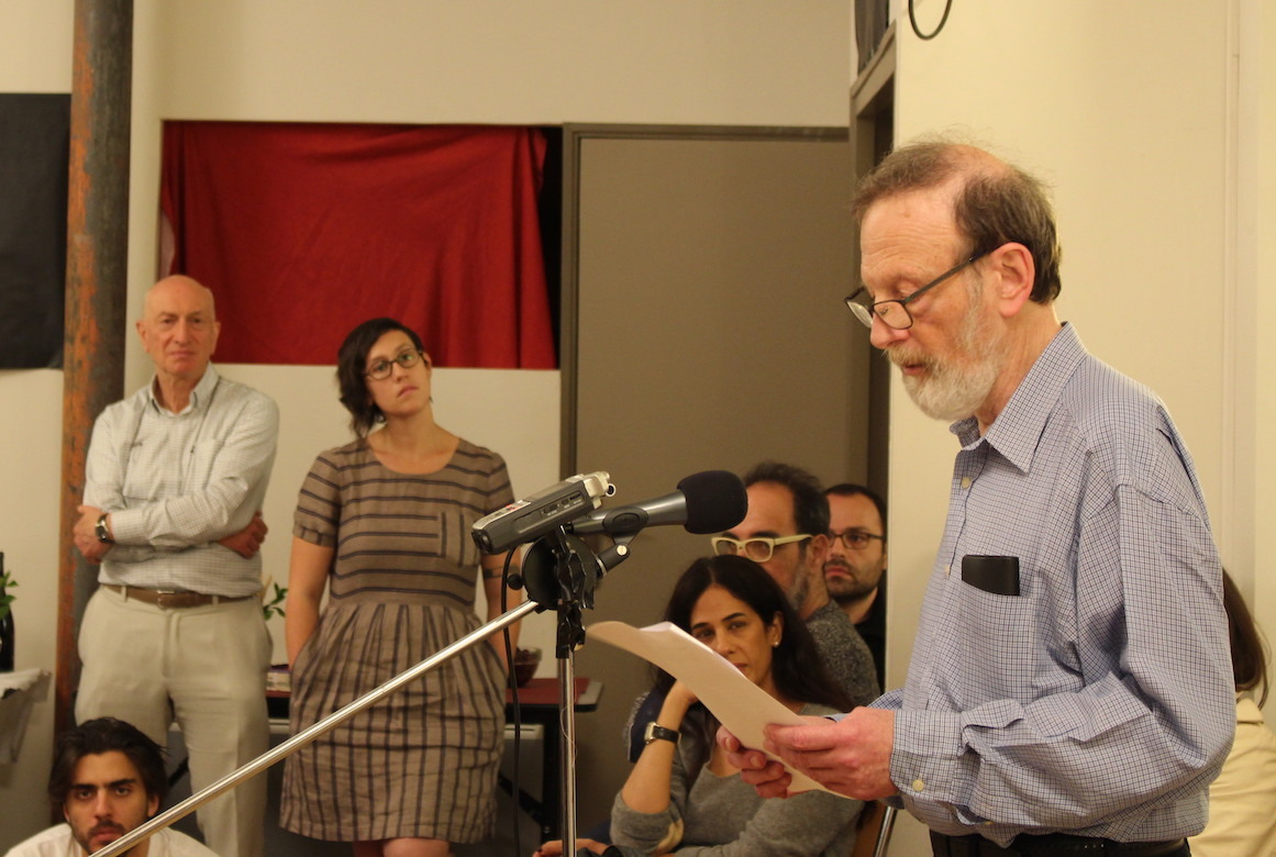 <p>Diasporic Yiddishists supporting diasporic Hebrew at the journal launch in Paris, 2016 (right: Yitskhok Niborski, left: Madeleine&nbsp;Cohen).</p>