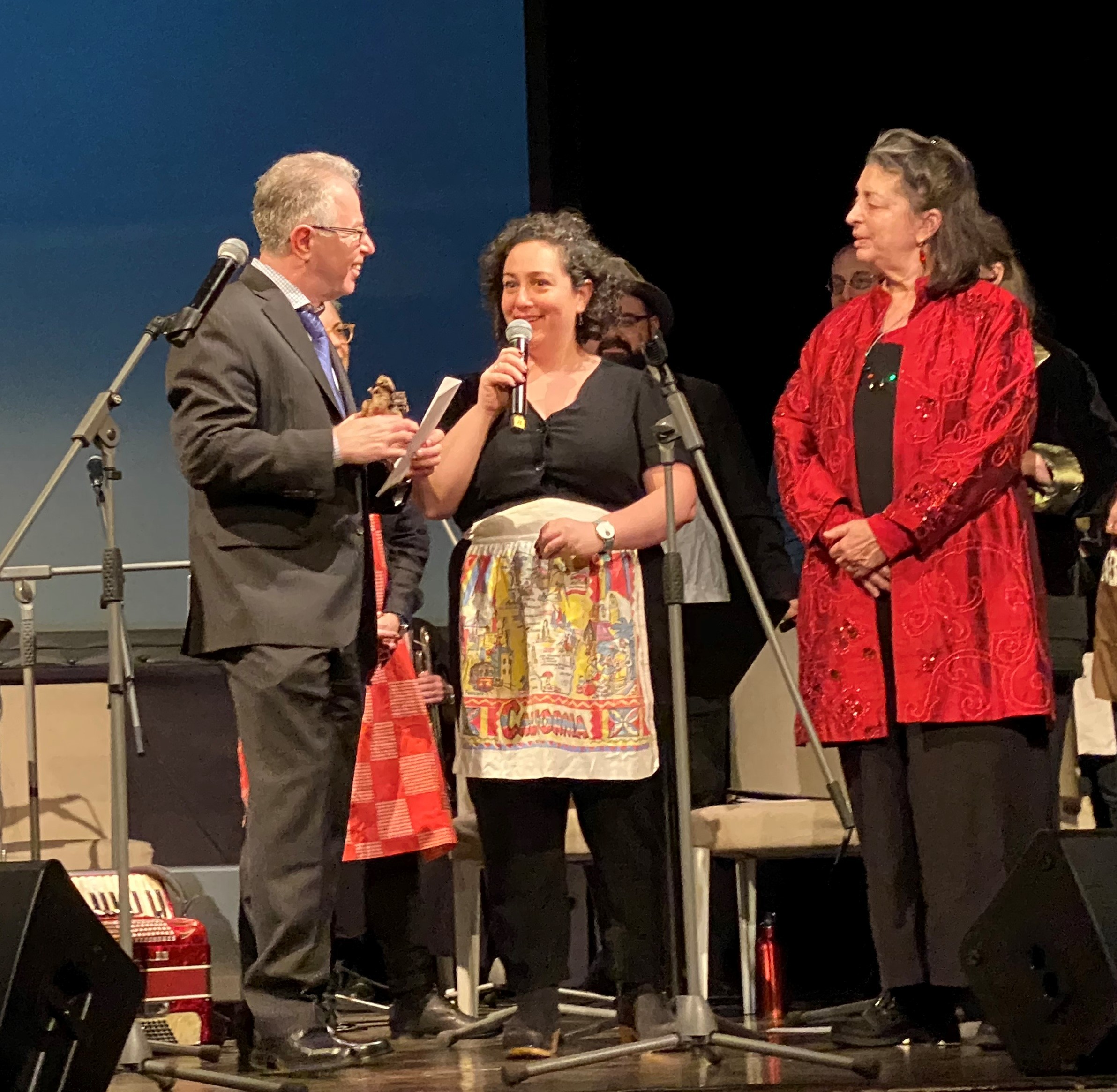 <p>Borodulin is presented with the 2019 Adrienne Cooper Dreaming in Yiddish&nbsp;Prize.  </p>