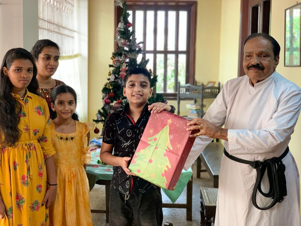 Mathrubhumi turns newspaper in to gift wrapping paper for Christmas
