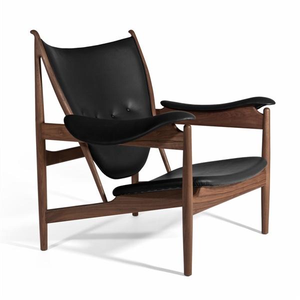 Finn Juhl Chieftains Chair (Natural American Walnut / Black Leather)