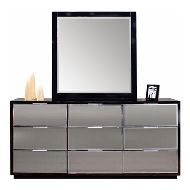 Mera Dresser