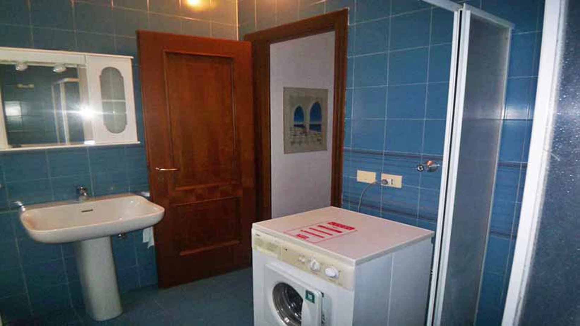 Il Mare shower room with washing machine
