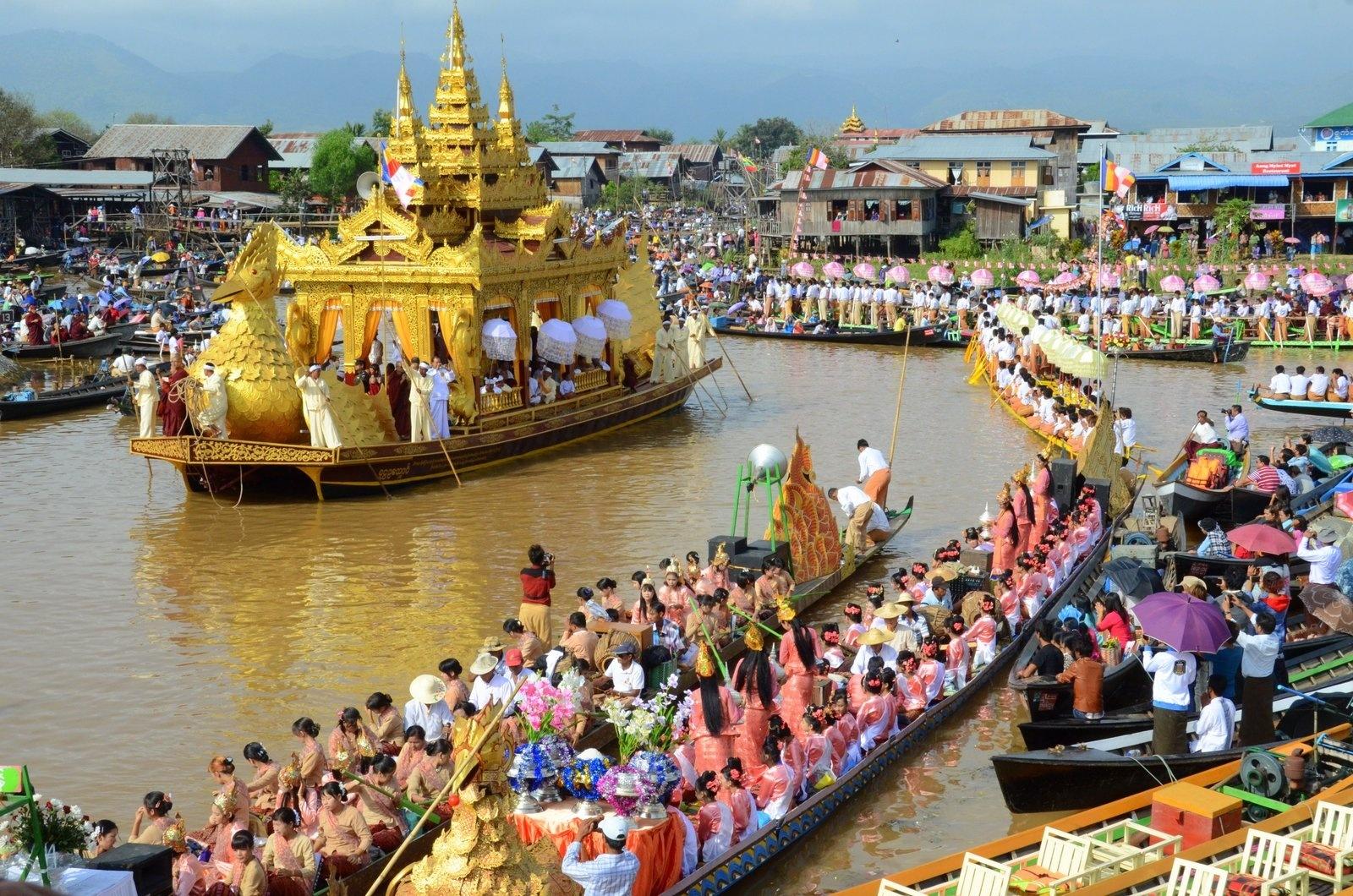 Amazing Boat Race in Asia