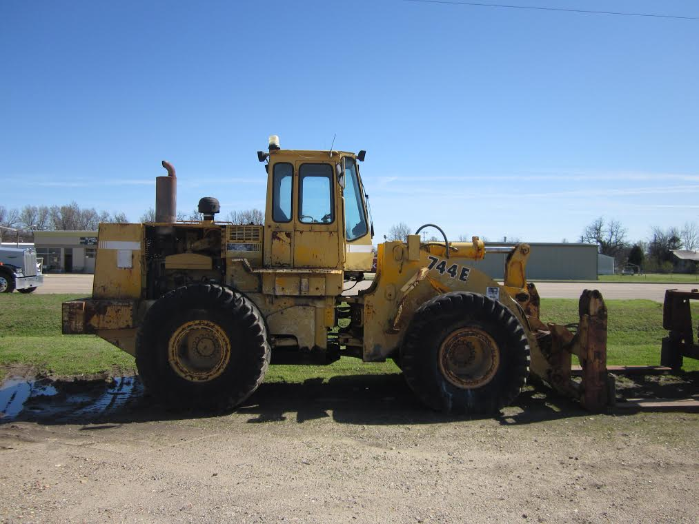 Model 744E Used John Deere Wheel Loader | Alan Ross Machinery