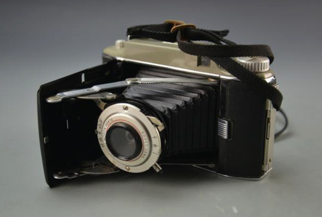 5 Vintage Cameras that Transport You to a Pre-Instagram Age