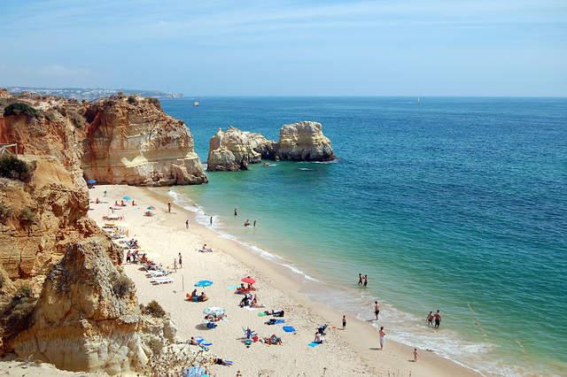 1024px praia da rocha  portim%c3%a3o 2