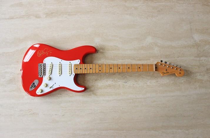 john mayer red fender stratocaster guitar signed at the fillmore by john mayer ifonly. Black Bedroom Furniture Sets. Home Design Ideas