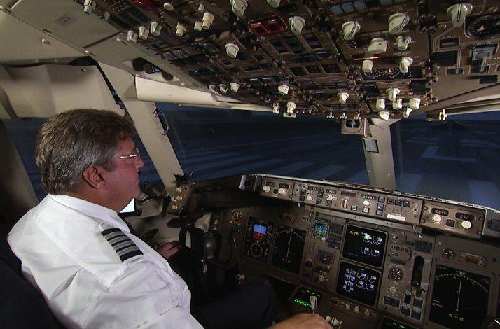 Invitation to the American Airlines Flight Academy: Meet with the