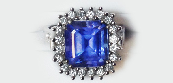 Tanzanite and Diamonds Cocktail Ring
