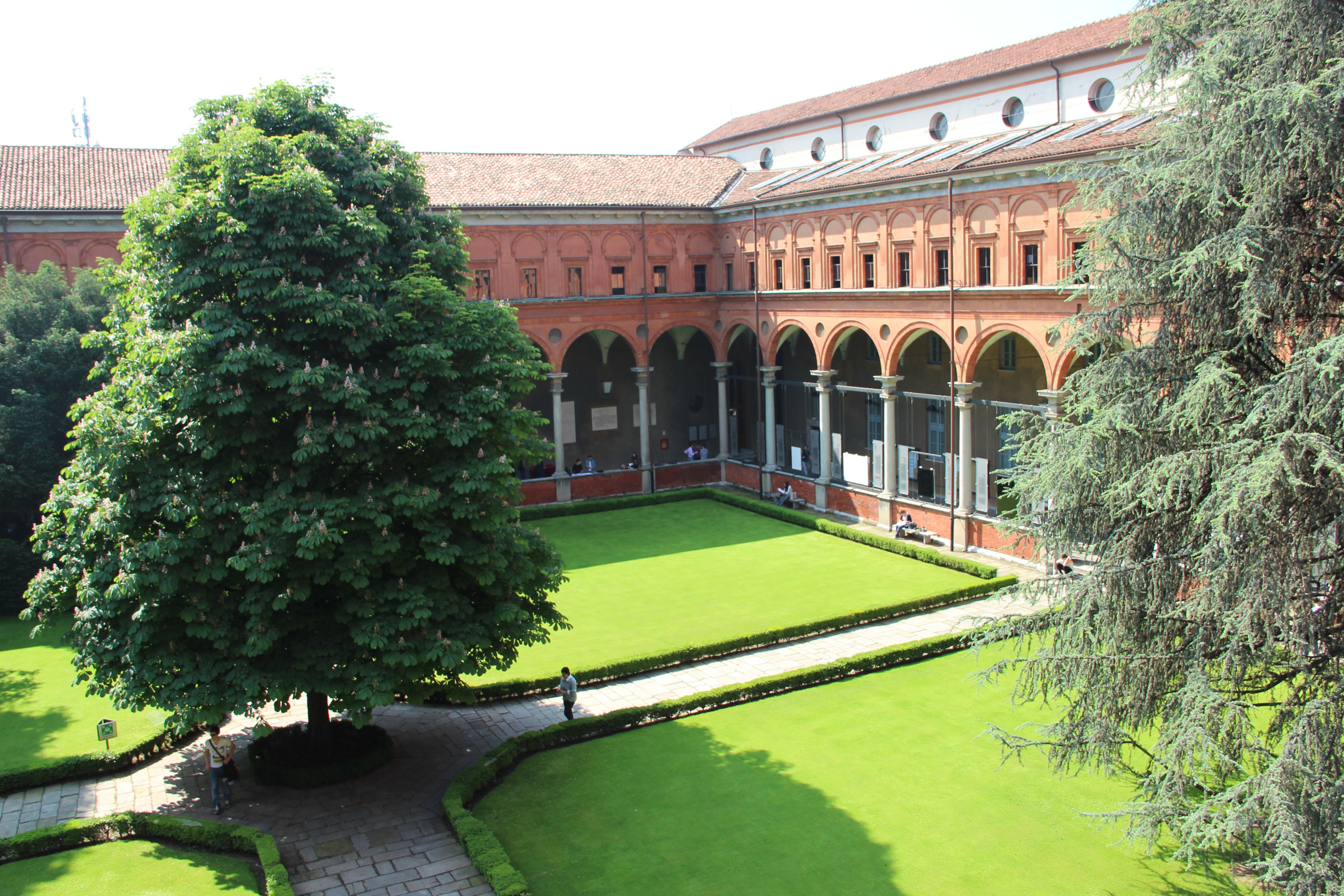 Universit cattolica tra i tre atenei con gli studenti pi for B b srl milano