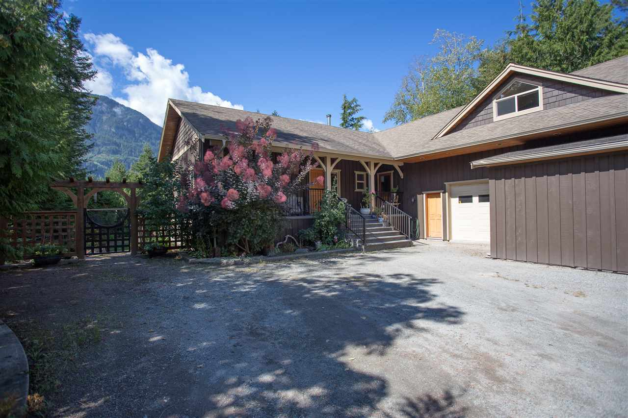 42047 GOVERNMENT ROAD, Squamish, BC, V0N 1H0 Photo 1