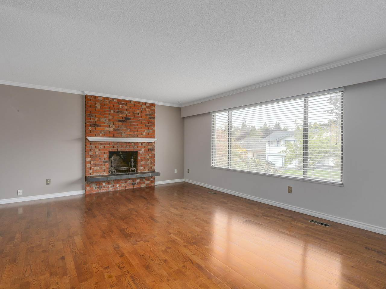 4942 208a Street, Langley, BC - CAN (photo 3)