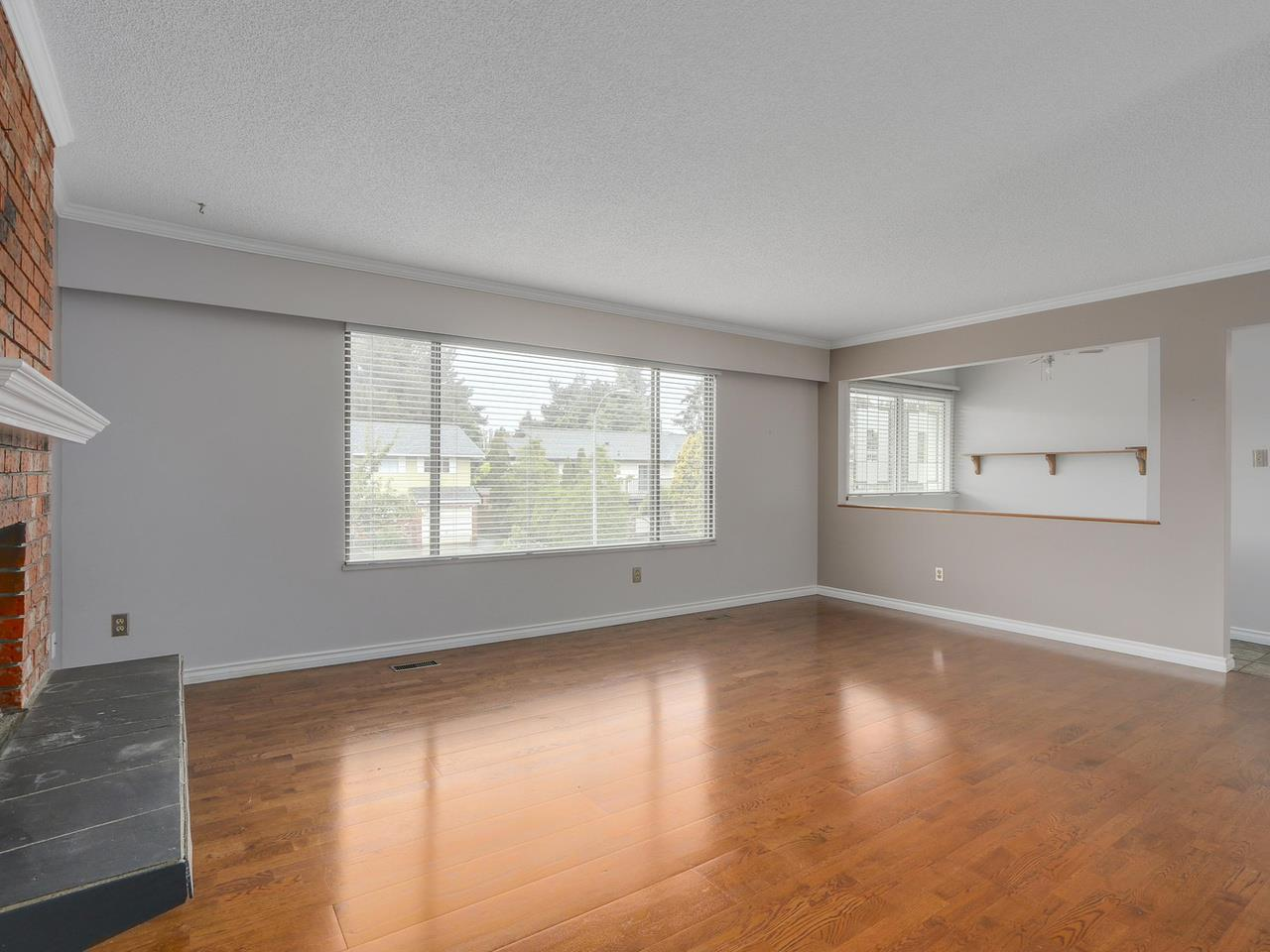 4942 208a Street, Langley, BC - CAN (photo 4)