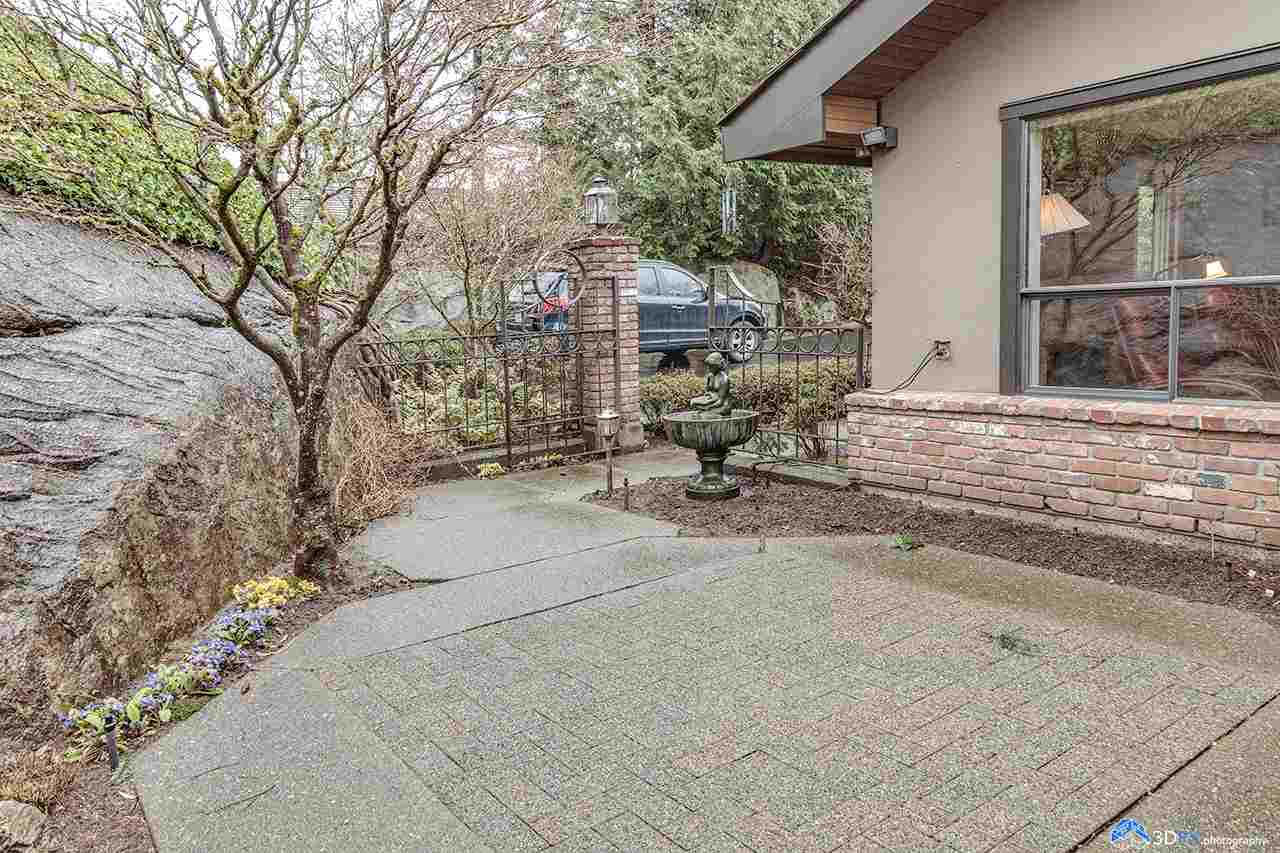 5260 Timberfeild Lane, West Vancouver, BC - CAN (photo 2)