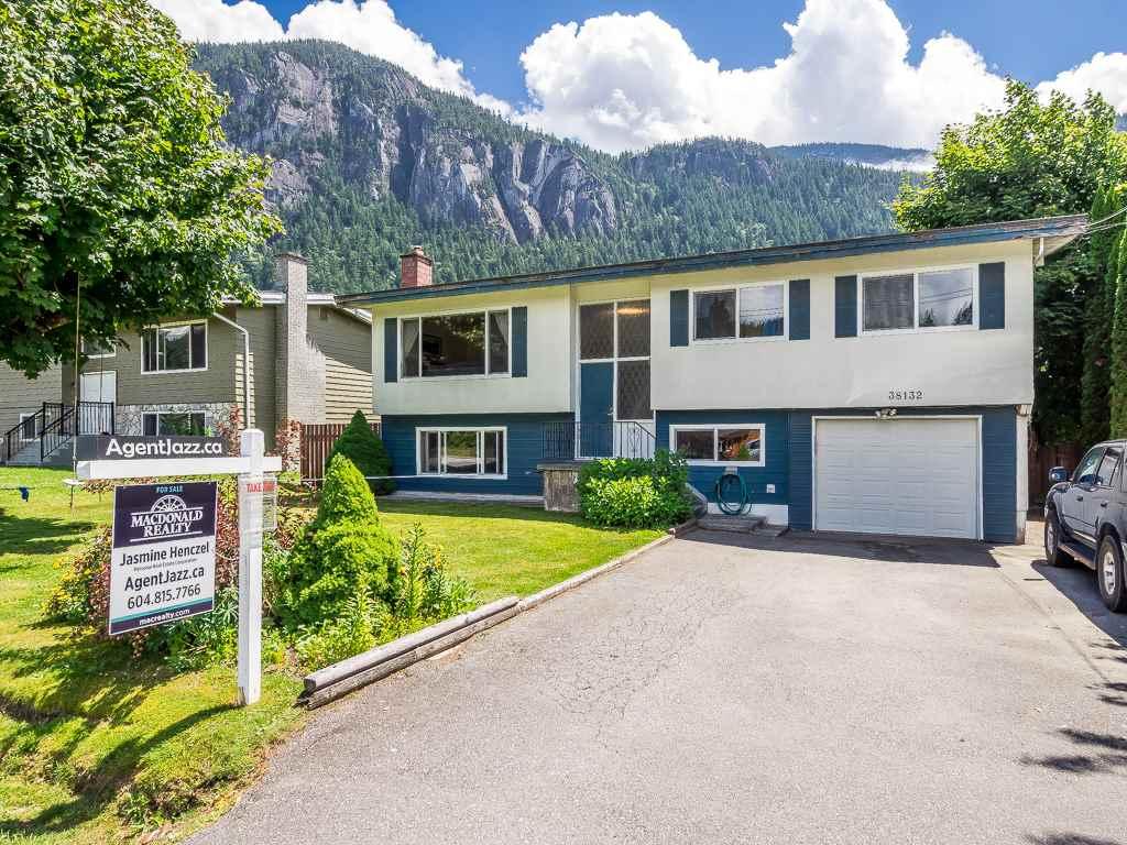 38132 HEMLOCK AVENUE, Squamish, BC, V8B 0C2 Primary Photo