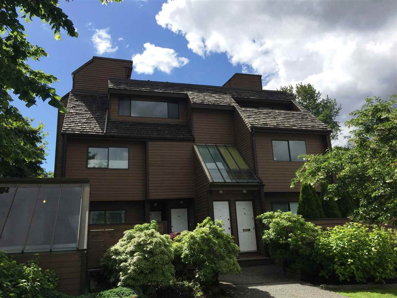 3347 MOUNTAIN HIGHWAY, North Vancouver, BC, V7K 2H3 Photo 1