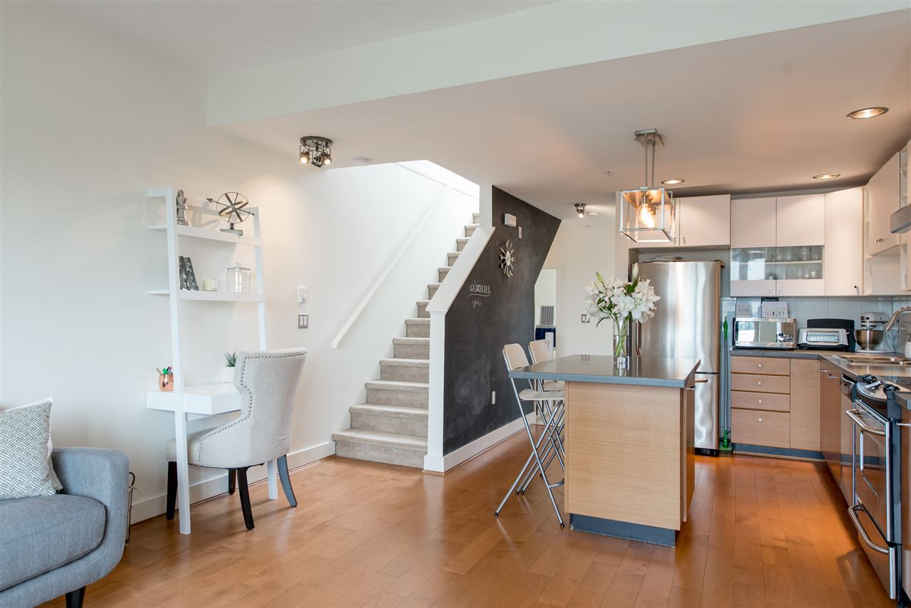 55 728 W 14TH STREET, North Vancouver, BC, V7M 0A8 Photo 1