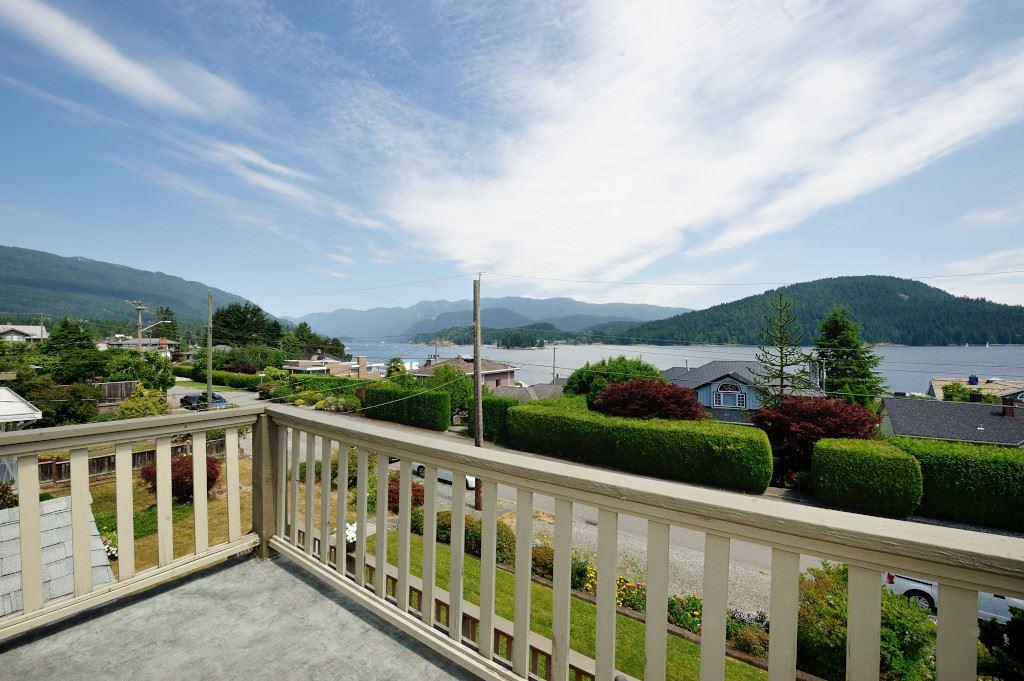 351 BEACHVIEW DRIVE, North Vancouver, BC, V7G 1P5 Photo 1