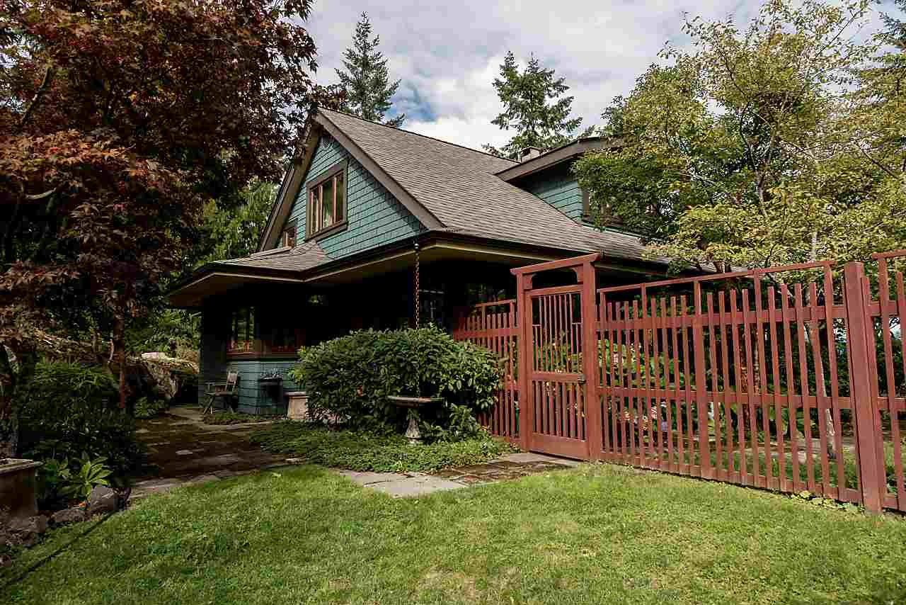 610 EOWYN LANE, Bowen Island, BC, V0N 1G2 Photo 1