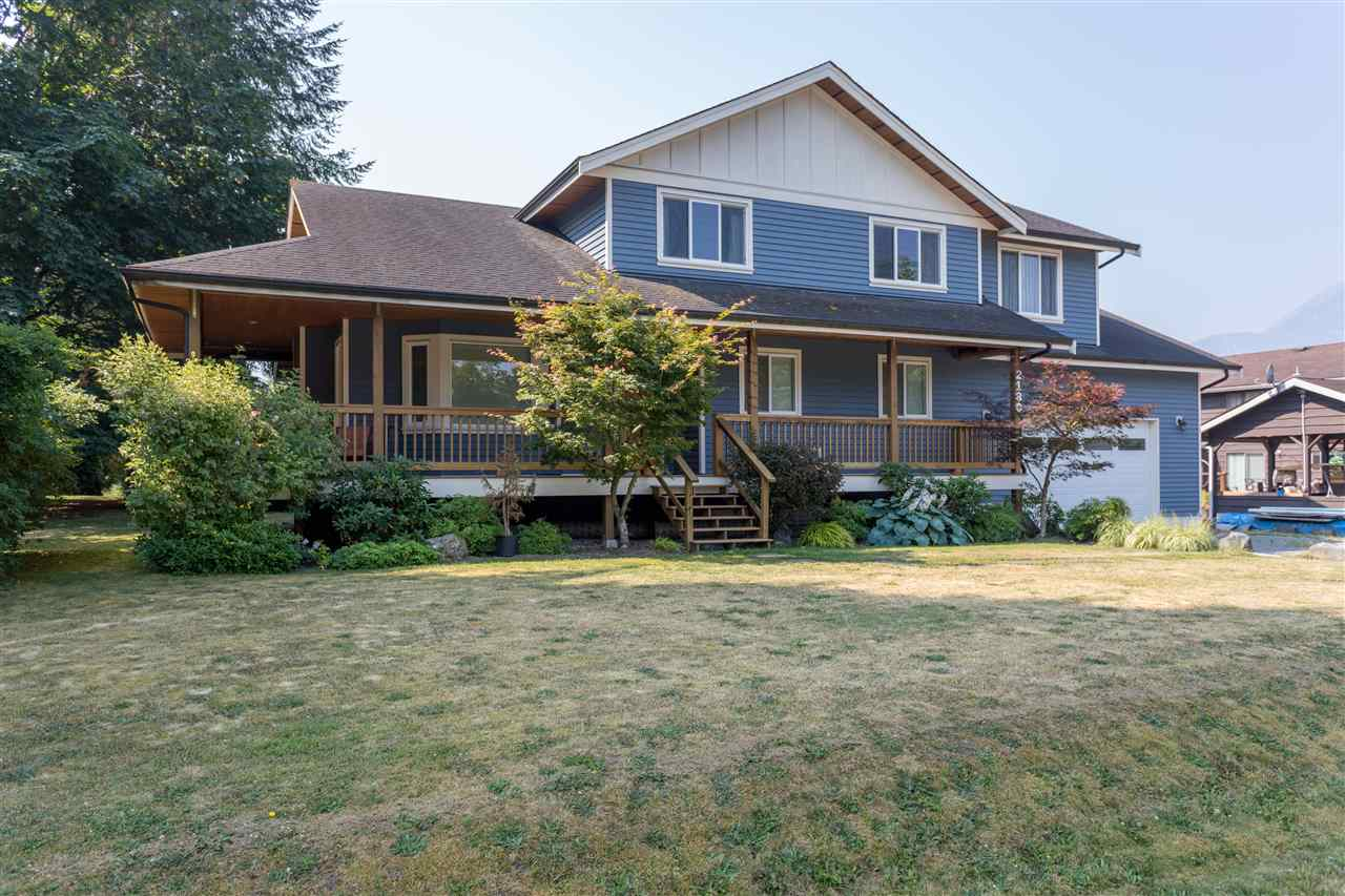 2180 READ CRESCENT, Squamish, BC, V0N 1T0 Photo 1