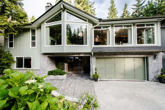 2529 Hyannis Point, North Vancouver, BC - CAN (photo 2)