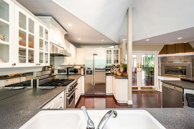 2529 Hyannis Point, North Vancouver, BC - CAN (photo 3)