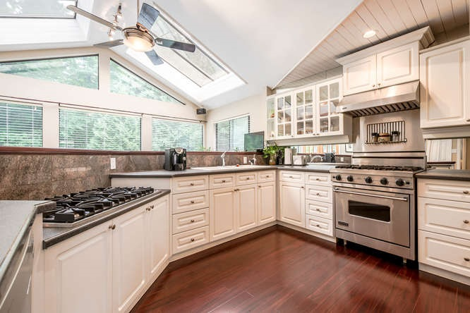 2529 Hyannis Point, North Vancouver, BC - CAN (photo 4)