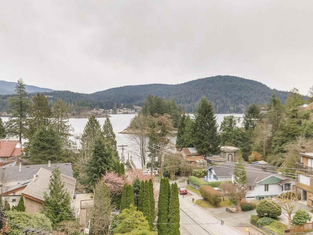 4514 STRATHCONA ROAD, North Vancouver, BC, V7G 1G3 Photo 1