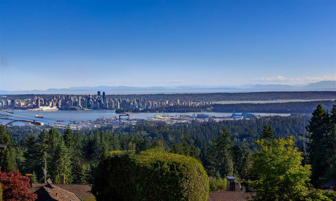212 NEWDALE COURT, North Vancouver, BC, V7N 3H1 Photo 1