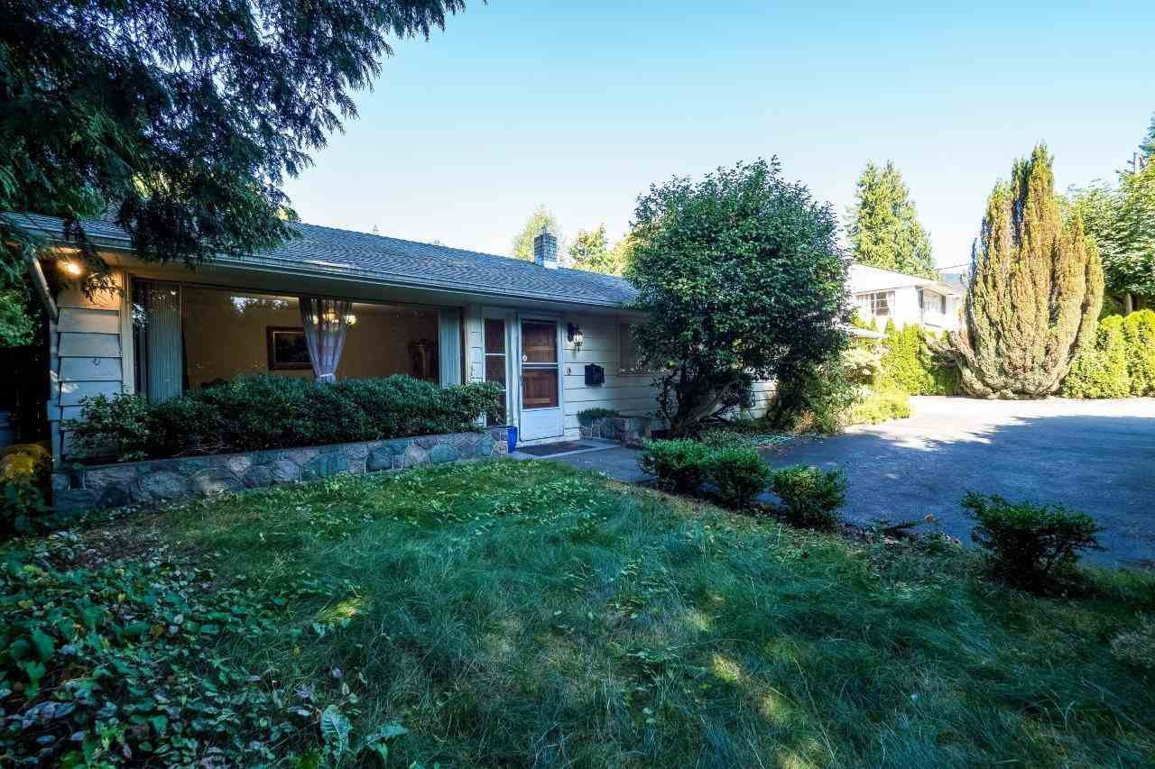 1055 TAYLOR WAY, West Vancouver, BC, V7T 2K2 Photo 1