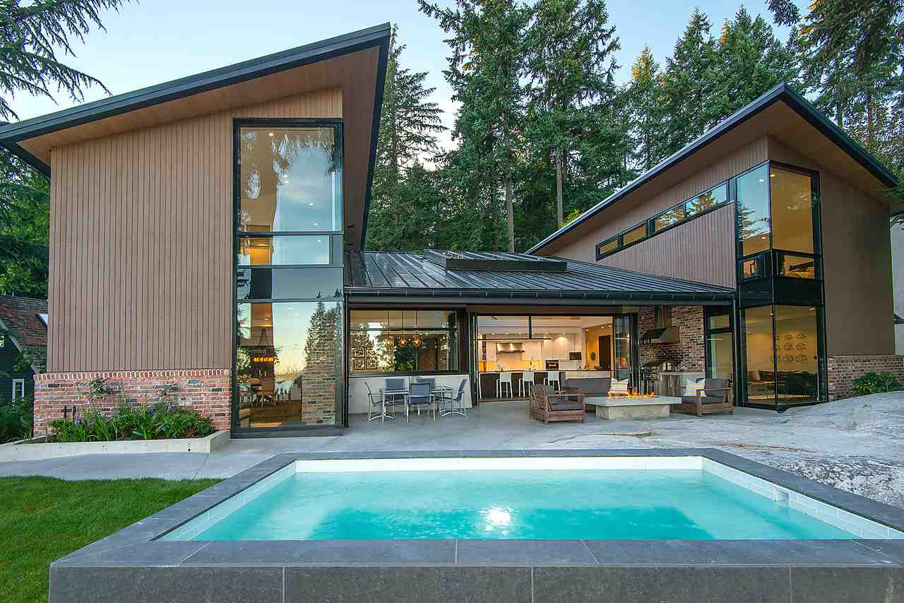 3645 MCKECHNIE AVENUE, West Vancouver, BC, V7V 2M7 Photo 1