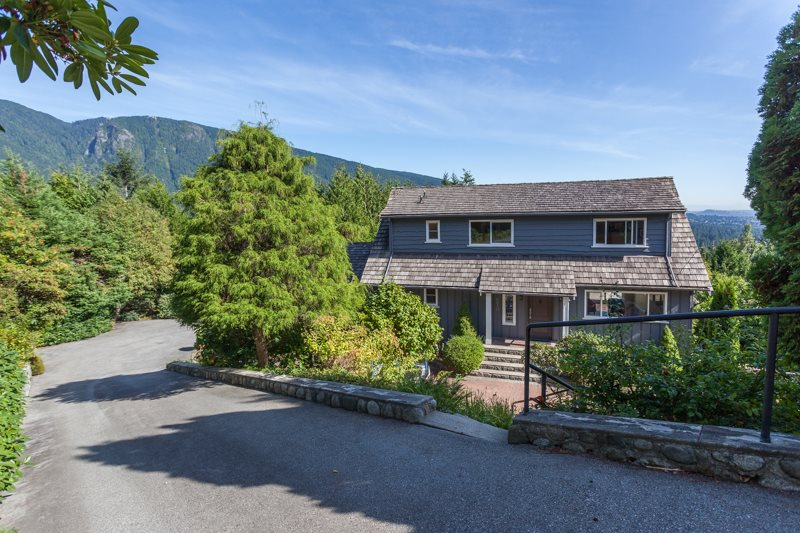 570 ST. ANDREWS PLACE, West Vancouver, BC, V7S 1V8 Photo 1