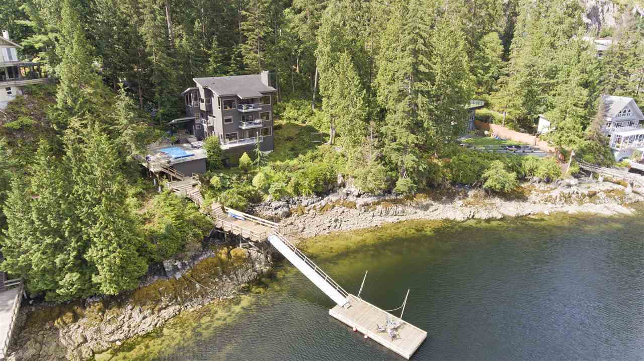 2050 CARDINAL CRESCENT, North Vancouver, BC, V7G 1Y4 Photo 1
